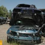Schrottauto auf dem Autofriedhof