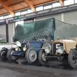 Vorkriegs-Rennwagen in Reih und Glied