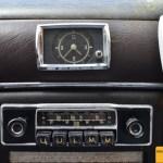 Mercedes-Benz 190 Db Ponton W 121 Uhr Becker-Radio mit Mono-Lautsprecher und Blumenhalter