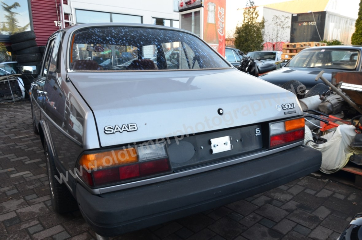 Saab 900i Sedan Rückansicht