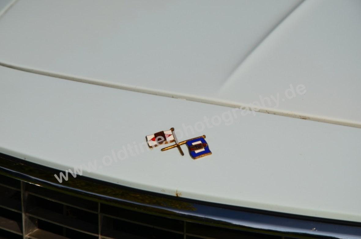 Fiat 1500 Spider mit Fahnen-Logo Fiat und Pininfarina