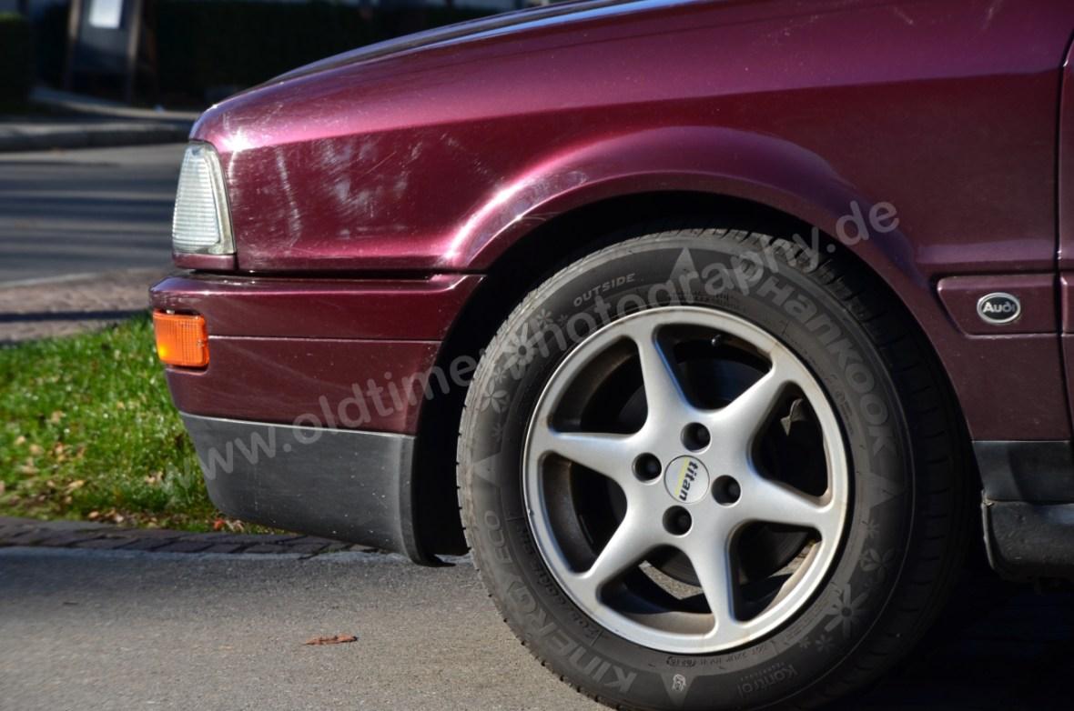 Audi 80 Cabrio mit 6-Speichenfelgen