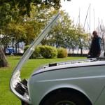 Renault 4 mit nach vorne geöffneter Motorhaube