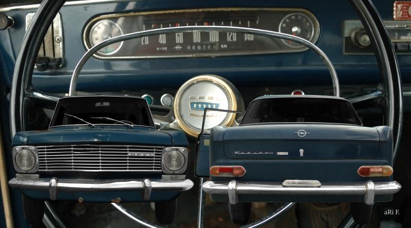 Opel Kadett A Coupé Doppelansicht mit Interieur in Originalfarbe Panorama Poster