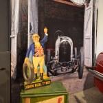 John Bull Tires auf Castrol Ölkanister Mobiloil advertising