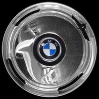 Logo BMW 2000 CS auf Radkappe