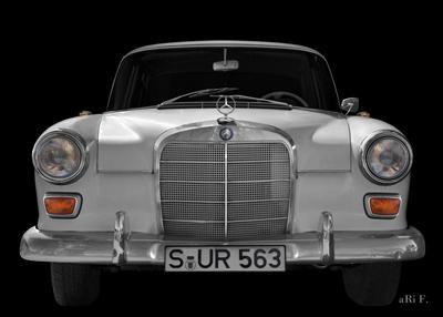 Mercedes-Benz 190 W 110 Heckflosse in Originalfarbe front view