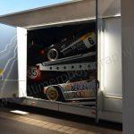 DTM-Fahrzeuge beim Ausladen
