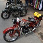Motorräder in der Schulstraße in Langenargen