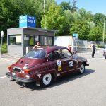 Saab 96 bei der Einfahrt zur Messehalle