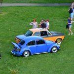 VW Käfer und BMW 02er von oben fotografiert