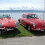 2 Design-Ikonen der 60er nebeneinander, JAguar E-Type und Porsche 356 am Bodenseeufer