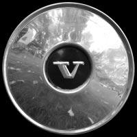 Logo Volvo PV444 auf Radkappe