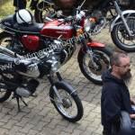Vorne links ein Motorrad von DKW