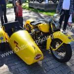 Gelbe Harley-Davidson mit Beiwagen