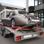 Jaguar XK 120 auf dem Auto-Trailer zur Oldtimermesse in Friedrichshafen
