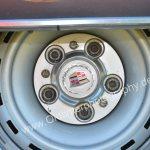 1970 Cadillac DeVille Convertible Detailansicht auf Felgenabdeckkappe mit Logo Cadillac