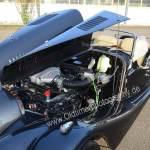 Morgan Plus 8 mit geöffneter Motorhaube auf V8-Rover Motor