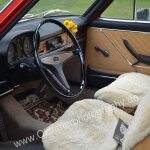Audi 100 C1 mit Lammfell bestückten Vordersitzen, damals war dieses Zubehör sehr oft zu sehen