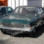 Opel Admiral B in limonengrün mit schwarzem Vinyldach