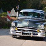 Chrysler Imperial bei der Einfahrt zum Oldtimertreffen am Bodensee