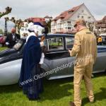 Die Gräfin von Markdorf vor dem Einstieg in den Bentley S2