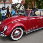 VW Käfer Cabriolet das ebenfalls mit offenem Verdeck zum Oldtimertreffen nach Langenargen kam