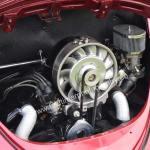 VW Käfer Cabriolet mit blitze-plank poliertem Boxermotor