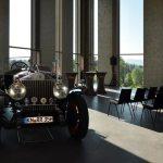 MAC2 Sky Lounge mit einem Rolls Royce von 1935