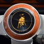 Logo Lamborghini Espada auf dem Lenkrad