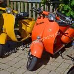 Motorroller wunderbar anzusehen in diesen bunten, grellen Farben der 70er Jahre, Pop-art auf zwei Rädern
