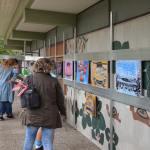 Oldtimer Kunstausstellung auf der Veranda im 1. Stock von aRi F.