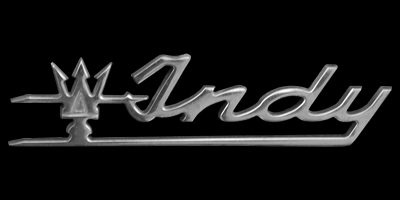 Logo Maserati Indy rechts am Heck befestigt