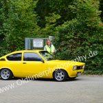Opel Kadett C bei der Einfahrt