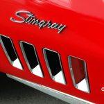 Corvette C3 Convertible mit Schriftzug Stingray am vorderen Kotflügel