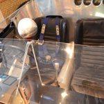 Lister Jaguar Schalensitze und Rückspiegel