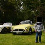 Sunbeam Alpine und links ein Austin-Healey 100M