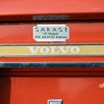 Volvo 144 und Schriftzug-Logo am Heck