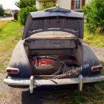 Studebaker Champion Detailbild auf Persenning mit geöffnetem Kofferraum