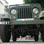 Willys Jeep M38 A1 mit Sicht auf Unterboden