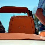 Datsun Sports 1600 Heckdetailansicht auf Ledersitze und Persenning