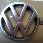 VW 411 mit VW Logo an der Fronthaube