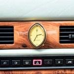 Maserati Quattroporte IV mit ovaler Maserati-Uhr und Belüftungsschaltern und Klimaautomatik