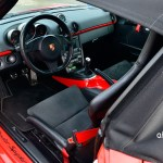 Porsche Boxster Spyder Typ 987 Interieur wo bestimmte Designelemente in Wagenfarbe gehalten sind