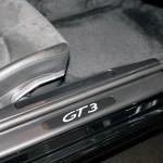 Porsche 911 GT3 3.8 mit GT3 Emblem am Einstieg