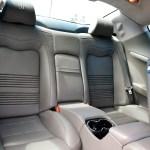 Maserati GranTurismo S Ledersitze im Fondbereich mit Mittelarmlehne und Konsole in grauem Leder