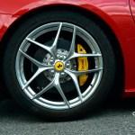 Ferrari F12 mit Michelin OUTSIDE Reifengröße 315 35 ZR 20 (110Y) hinten und Brembo Carbonbremsen