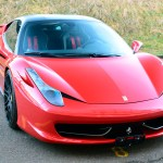 Ferrari 458 Italia mit matt schwarzer Folie beklebt