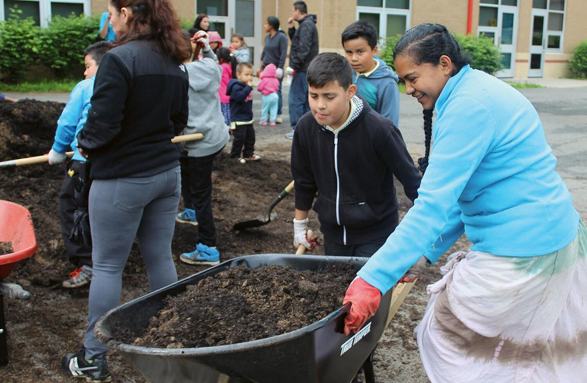 """Latinx 'Promotores"""" Lead the Way for Environmental Action on the Bay"""