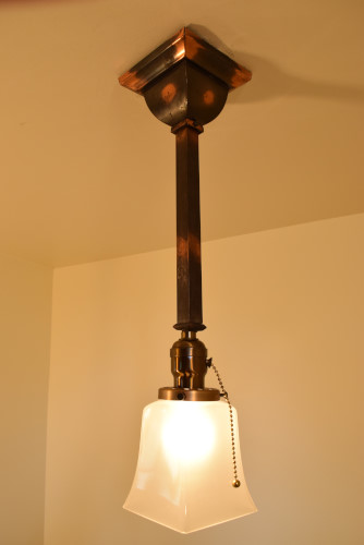 Craftsman Style Pendant, lit